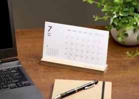 木製スタンド付き卓上カレンダー