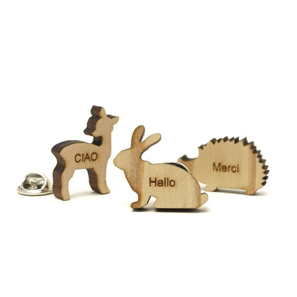 自由な形にできる木製の社章