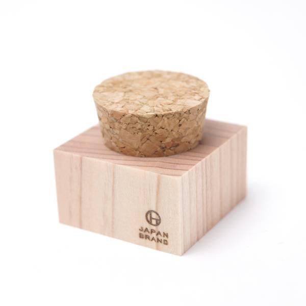 杉の木でできた朱肉ケースノベルティ|コルク蓋