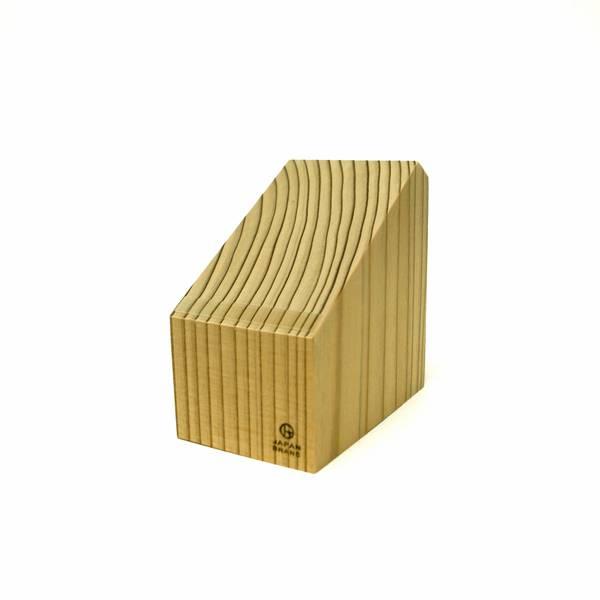 作りはシンプルな木製マジックスタンド