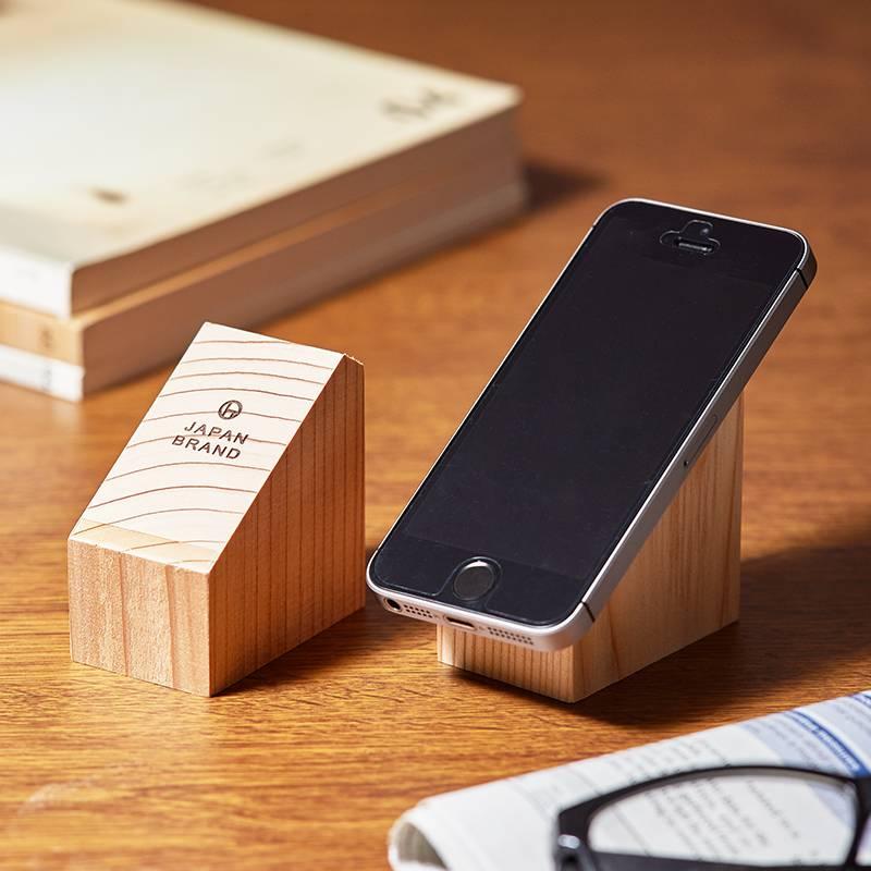 スマホや文房具などの置き場に使える木製マジックスタンド