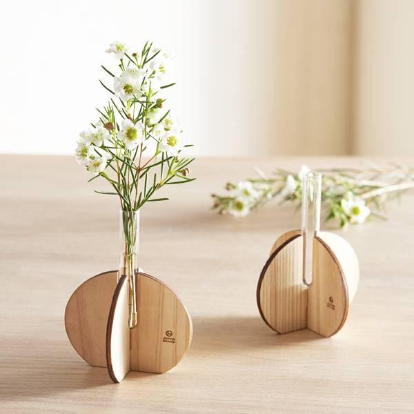 簡単に組み立てられる木製プチ花瓶