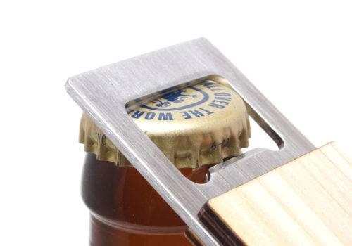 木製ボトルオープナーノベルティ|使用方法