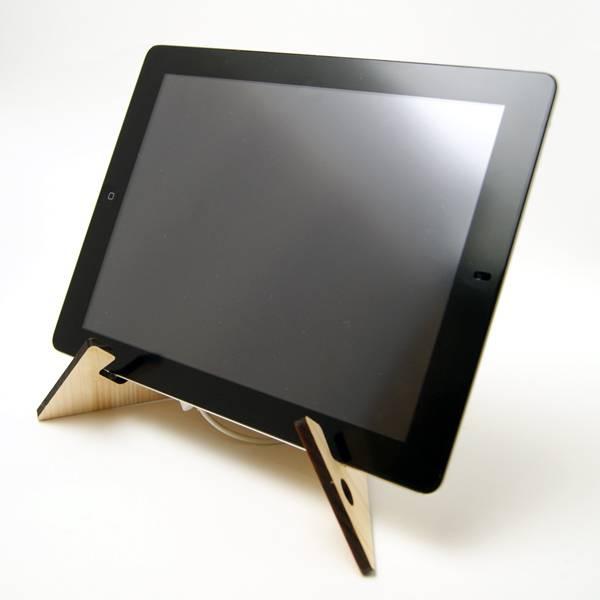 名入れができる組立て式の木製タブレットスタンド