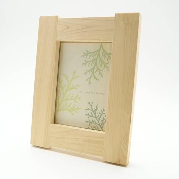 2L版木製フォトフレームの外観(縦置き)