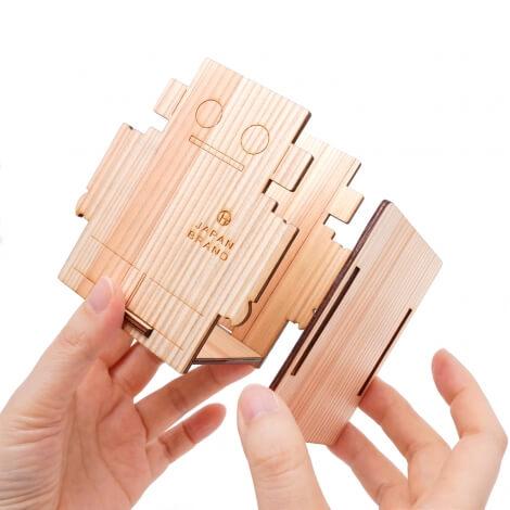 杉の板5枚で簡単に組み立てられます