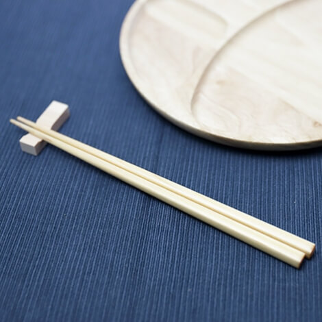 国産ヒノキから生まれた塗り箸