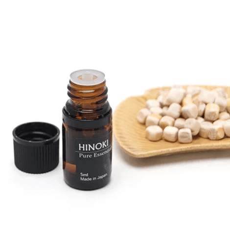 国産ヒノキから抽出したエッシェンシャルオイル